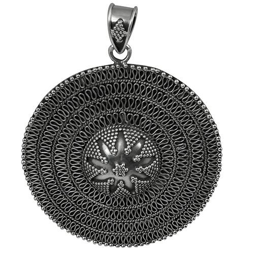 Spiral rava round pendant