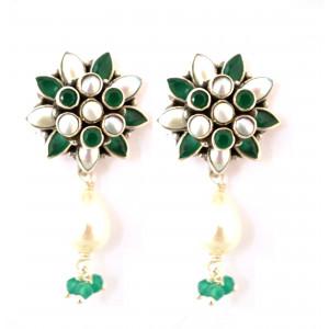 Pearl and green Onyx flower earring